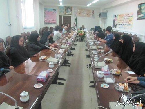 نشست هنرمندان بندرگزی با فرماندار برگزار شد