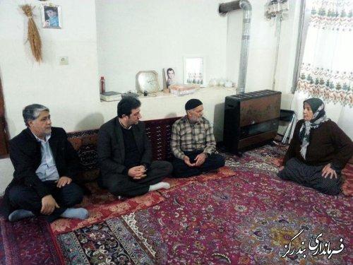 فرماندار بندرگز با خانواده شهید غلامرضا احمدی دیدار کرد