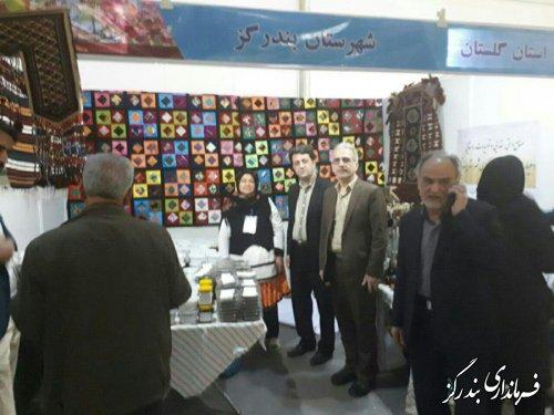 بازدید فرماندار بندرگز از نمایشگاه توانمندی روستائیان گلستان در نمایشگاه بین المللی تهران