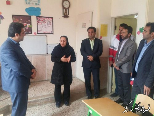 فرمانداربندرگزازمدرسه استثنایی امیدواراین شهرستان بازدیدکرد