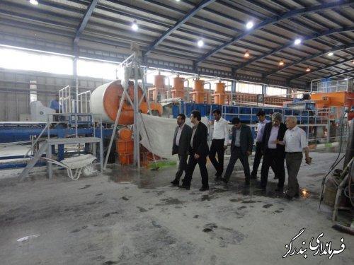 بازدید فرماندار بندرگز و رییس سازمان صنعت ، معدن و تجارت گلستان  از واحد تولیدی دیوار پوشش سیمان پارت