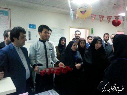 تجلیل از پرستاران با اهدای گل در بندرگز