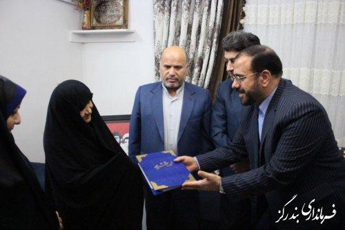 دیدار معاون رییس جمهوری با خانواده شهیدان محمدمهدی و علی اکبر مازنی در نوکنده
