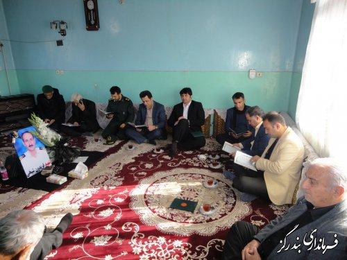 دیدار فرماندار بندرگز و مدیرکل ورزش و جوانان گلستان با خانواده شهید شیخی