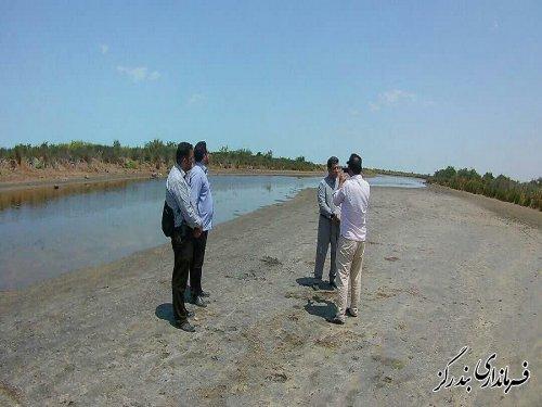 بازدید فرماندار بندرگز از کانال خوزینی خلیج گرگان