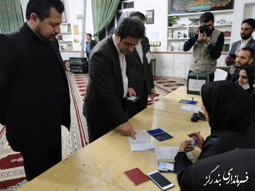 فرماندار بندرگز رای خود را به صندوق انتخابات انداخت
