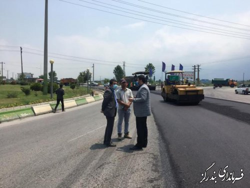 عملیات روکش آسفالت حدفاصل میدان بندرگز تا گزشرقی در حال اجرا است