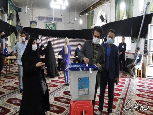 فرماندار بندرگز رای خود را به صندوق انداخت