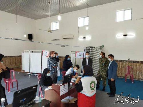 بخشدار نوکنده از مرکز واکسیناسیون شهر بازدید کرد